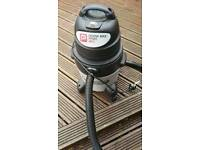 Wet and dry vac. 1300 watt.