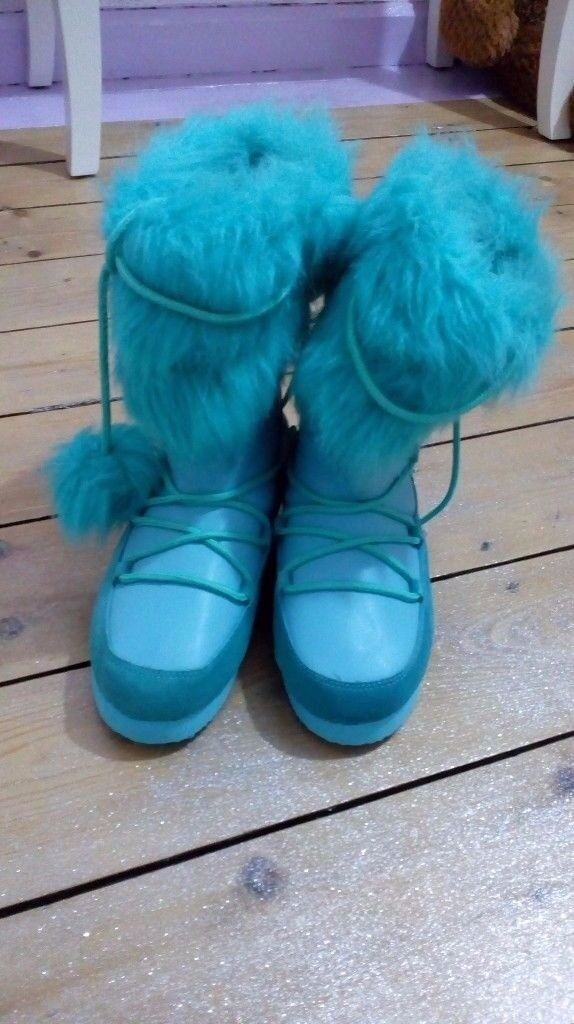 Size 5 Schuh Turquoise Faux Leather and Suede Boots