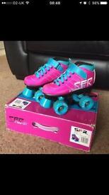 Roller boots / Roller skates