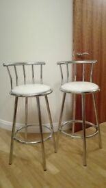 Selling set of two stools. Metal and white.