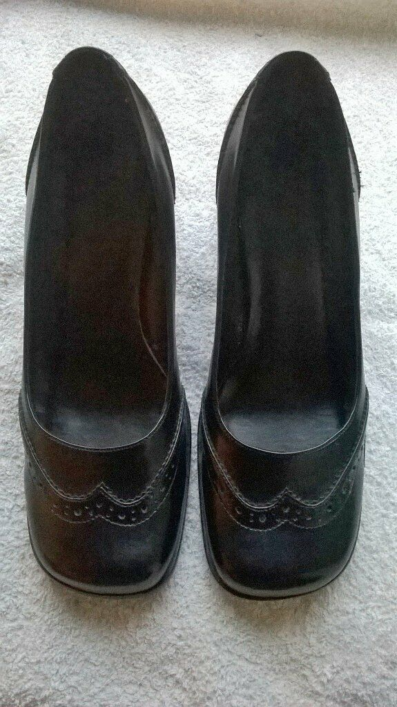 992b9f29b6c ***reduced price*** black brogue court heels (free delivery)   in  Fochabers, Moray   Gumtree