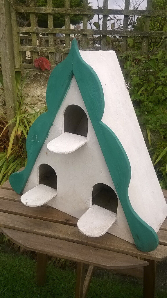 Lovely wooden painted wall/freestanding dovecote TR4 £25
