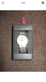 New in box accessorise watch