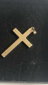 9ct solid gold cross 5.31g