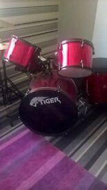 adults drum set £150