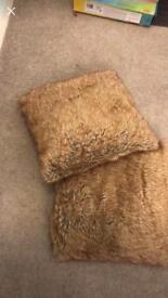 2 fur cushions