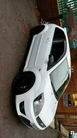 White Ford fiesta ST150