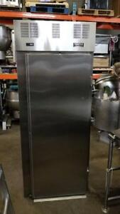 Refrigerateur a Chariot Echelle , Roll in Refrigerator, Angle rack , Patisserie