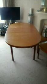 Solid wood extendedable table & four chairs