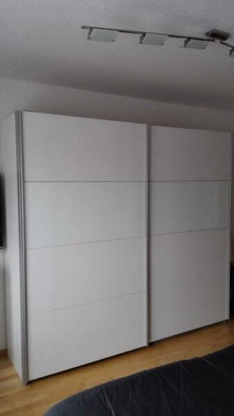 schrank mit schiebet ren in baden w rttemberg durbach ebay kleinanzeigen. Black Bedroom Furniture Sets. Home Design Ideas