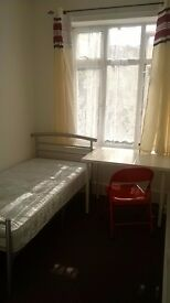 Single room in East Ham (5 min walk from underground station)