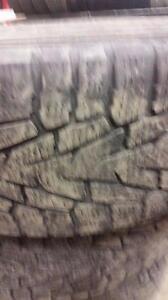 4 pneus d'hiver 245/65/17 Nokian Hakkapeliitta 7