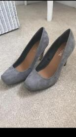 Grey shoes size 5