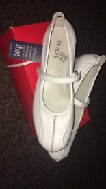 Ladies pavers shoes size 7 White exercise type