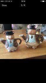 Tea pots x2