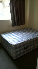 DOUBLE BED ROOM TO RENT FOR (£380 PM) IN BETWEEN CHADWELL HEATH AND DAGENHAM
