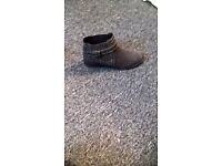 womens/girls brown mantaray ankle boots, size 4, excellent condition