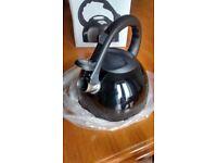 new black retro whistling kettle