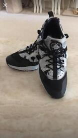 2 pairs Nike air Huarache size 9.5 uk