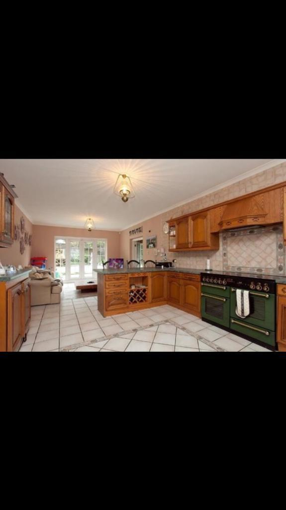 Beautiful kitchen units and double cooker