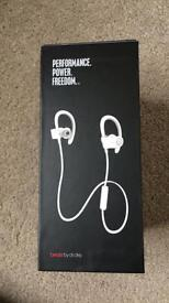 PowerBeats2 wireless never worn or opened
