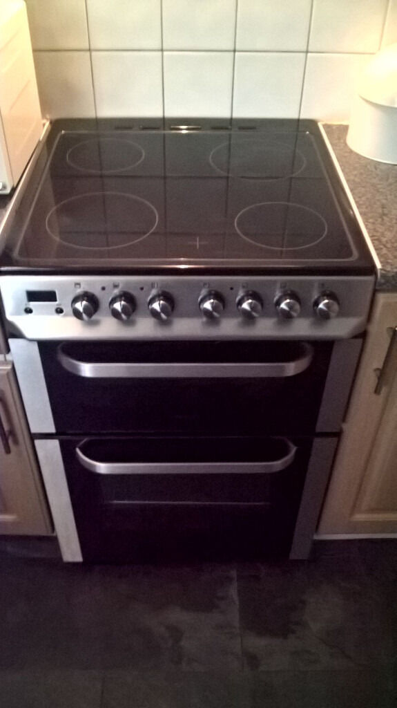 Servis DC60BBlackElectric Cookerin Washington, Tyne and WearGumtree - Servis DC60B Black Electric Cooker. Double oven gives you the flexibility you want, to cook what you like. Main fan oven , Smaller top oven doubles as a grill. Digital timer with alarm Efficiency A rated Servis Cooker is energy efficient and will...