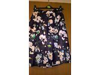 Vintage-like midi skirt