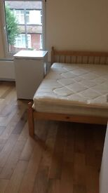 STUDIO FLAT NEWLY REFURBISHED READY £750!! All inclusive