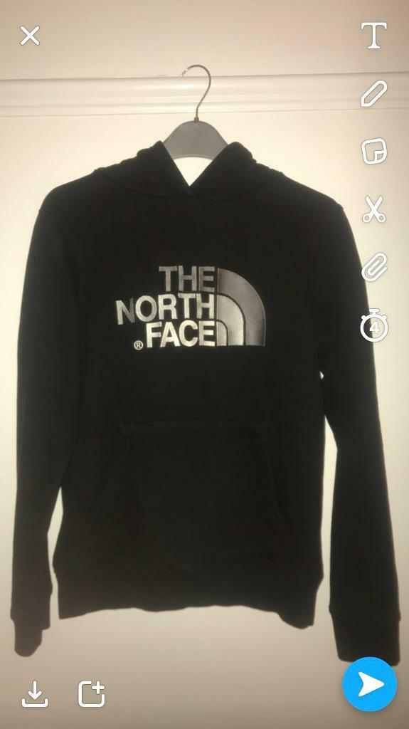 The north face pull over hoody large/junior