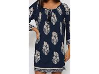 Women's Navy Blue & white Leaf Design Dress. Size 10-12. BNWT.