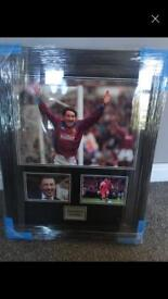 Signed dean Saunders picture