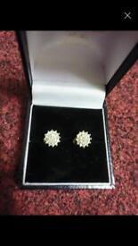 18ct gold diamond earrings brand new inbox