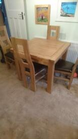 Immaculate solid oak extendable dining table & leather chairs