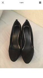 Size 6 black heels