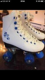 White roller skates size 2 like new