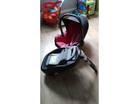 Maxi Cosy baby car seat with FamilyFix base