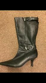 Black boots. Size 8