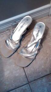 Like new sandals size 9 Kitchener / Waterloo Kitchener Area image 2
