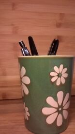 Green daisy mug / pen cup