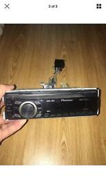 Pioneer DEH 1320MP stereo with front aux port