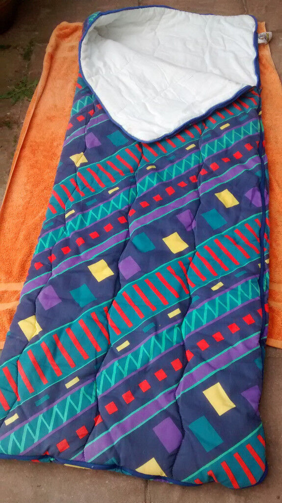 Single sleeping bag, W67cm x L178cm apx, lovely design, opens out, good condition, zip, poly/cott