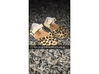 Solilla sandals
