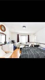 Double room available in Sheperdsbush/Zone 2