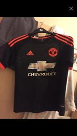 united shirt small 13-14