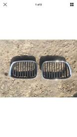 GENUINE BMW E39 5 SERIES PAIR OF KIDNEY GRILLS