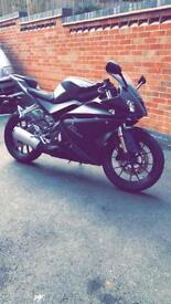 2014 Yamaha yzf r125 grey only 3300 miles. 125cc not 50 cc