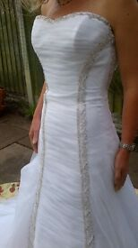 Wedding dress white and size 8