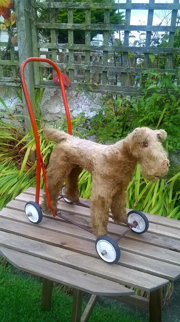 Vintage (1940s) International Model Aircraft Ltd dog on wheels TR4 £35