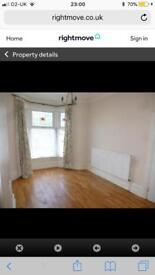 LARGE ROOMS FOR RENT FROM £35 PER WEEK