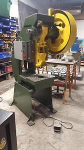Punch Press / POINCONNEUSES Azimut 22 ton